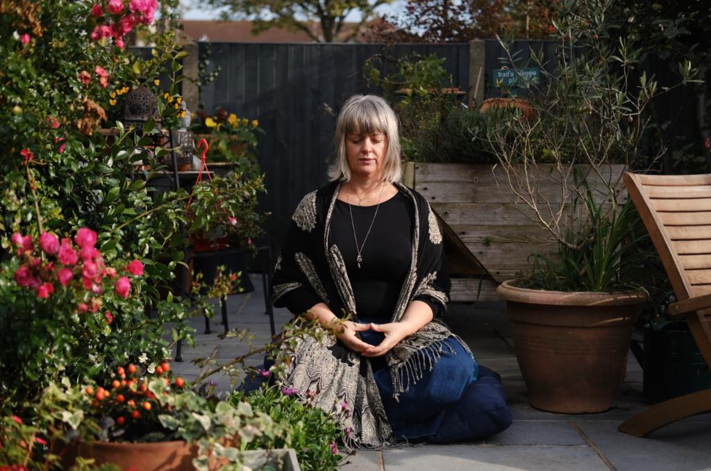 Dawn Lister meditating